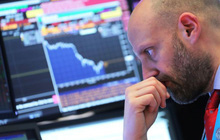 Chứng khoán Mỹ 'đỏ lửa', Dow Jones mất 460 điểm