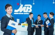 MBBank lãi đột biến từ dịch vụ, thu nhập nhân viên ngân hàng mẹ tiếp tục tăng lên gần 33 triệu đồng/tháng