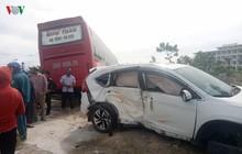 Va chạm với xe ô tô khách giường nằm khiến 2 người bị thương nặng