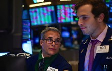 FED giảm lãi suất, Dow Jones có lúc mất 200 điểm vì triển vọng mịt mù
