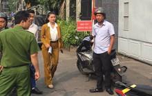 Video: Phó TGĐ đối ngoại Alibaba đến trụ sở công an làm việc
