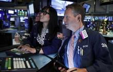 """Nhà đầu tư """"nín thở"""" chờ đợi kết quả của đàm phán thương mại Mỹ - Trung, S&P 500 vẫn tiệm cận mức đỉnh lịch sử"""