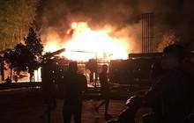 Xe bồn tiếp nhiên liệu cháy dữ dội ở cây xăng, nhiều người tháo chạy tán loạn