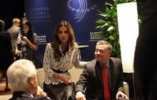 """Hoàng hậu Jordan U50 trẻ đẹp như 18 và cách """"nịnh chồng"""" bài bản để có cuộc hôn nhân bền vững hơn 2 thập kỷ"""