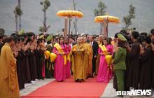 Ảnh: Vạn người tham gia lễ rước nước tại chùa Tam Chúc lớn nhất thế giới