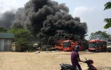 Xe khách bất ngờ cháy dữ dội khi đang đậu trong bến
