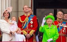 """Cùng đăng ảnh chúc mừng sinh nhật Nữ hoàng Anh 93 tuổi lên Instagram riêng biệt nhưng vợ chồng Meghan lại """"chơi trội"""" so với chị dâu Kate thế này đây"""