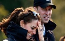 """Hiền lành như Công nương Kate cũng khiến người khác phải """"cứng họng"""" với màn đối đáp sâu cay khi bị hỏi về chuyện tình cảm với Hoàng tử William"""