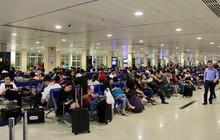 Sân bay Tân Sơn Nhất sắp ngưng sử dụng loa thông báo: Làm thế nào để thích nghi và không bị trễ giờ bay?