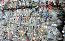 Dùng giấy tờ giả nhập khẩu hơn 1.000 tấn nhựa phế liệu