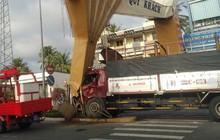 Tiền Giang: Xe tải tông gãy trụ cổng chào TP. Mỹ Tho