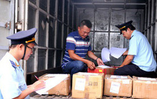 """Phát hiện hàng hóa từ Trung Quốc vừa cập bến đã có sẵn mác """"Made in Việt Nam"""""""
