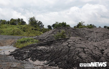 Hàng chục tấn bùn thải Nhà máy Alumin Nhân Cơ đổ trái phép ở Đắk Nông