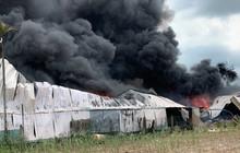 Cháy dữ dội ở Hóc Môn, khói lửa bốc cao hàng trăm mét
