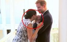 """Meghan Markle bị chỉ trích là lố bịch khi dùng con trai Archie để """"chiếm sóng"""" chuyến đi công du của chị dâu Kate"""