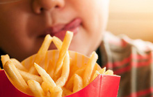 Thói quen kén ăn, chế độ ăn uống nghèo nàn có thể dẫn đến suy giảm thị lực nghiêm trọng cả hai mắt