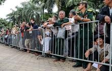 Thương binh xếp hàng dài chờ đăng ký mua vé trận Việt Nam - UAE