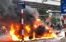 Xe sang Mercedes cháy rụi sau khi vượt đèn đỏ, một người chết
