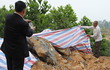 Vụ chôn trộm chất thải ở Sóc Sơn: Dân trình báo nhiều tháng nhưng chính quyền vào cuộc quá muộn