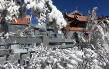 Mùng 3 tết băng tuyết phủ khắp nơi, Fansipan đẹp tựa châu Âu