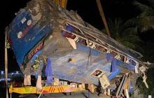Xe khách lao xuống ruộng tối mùng Một Tết, 26 người bị thương