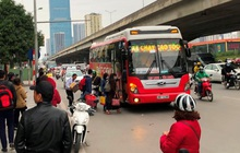 Nhiều xe khách hoạt động như 'xe vua' trên đường