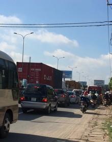 Viễn cảnh kẹt xe nhìn từ cao tốc TP.HCM - Long Thành - Dầu Giây