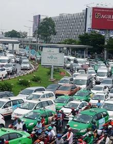 Vì sao có cầu vượt 240 tỷ, Tân Sơn Nhất vẫn kẹt xe kinh hoàng