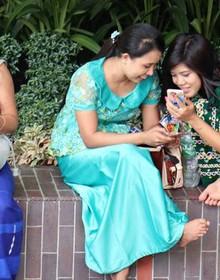 Các công ty viễn thông giành giật thị phần ở các thị trường mới nổi châu Á dù nhiều nơi chưa có điện