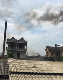 Video: Hàng trăm ống khói cuồn cuộn 'bủa vây' làng giấy Phong Khê