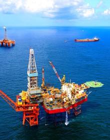"""Giá dầu lên cao nhất trong vòng 5 tháng, cổ phiếu dầu khí đồng loạt """"đốt nóng"""" thị trường"""