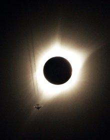 Những bức ảnh đáng kinh ngạc về nhật thực toàn phần hiếm có ở Mỹ