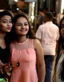 Ấn Độ: Sếp trả lương bèo bọt nhưng lúc nào cũng yêu cầu nhân viên phải vận đẹp như người nổi tiếng