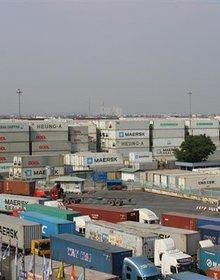 """Trên 100 container hàng """"bỏ quên""""tại Cát Lái"""