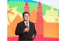 """Ông Hoàng Nam Tiến """"khoe"""" thành tích của công ty với 7.000 phụ huynh của CBNV"""