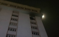 Waseco Building TP.HCM cháy dữ dội, nhiều người tháo chạy trong đêm