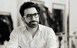 Phong cách của Giám đốc sáng tạo của Mulberry: Điều gì làm nên một nhà thiết kế đầy cá tính và bản lĩnh?
