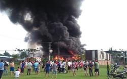 Xưởng phế liệu ở vùng ven Sài Gòn phát hỏa, hàng trăm cảnh sát PCCC đang ứng cứu