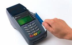 Chuyển đổi chuẩn thẻ chip nội địa tại các NHTM: Đau đầu về chi phí