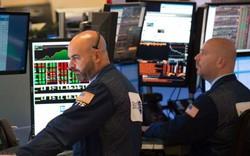 Thị trường trái phiếu tiếp tục 'loé' lên tín hiệu báo động, Phố Wall vẫn khởi sắc, Dow Jones tăng gần 300 điểm