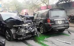Hiện trường ôtô 'điên' đâm liên hoàn trên phố Hà Nội làm 1 người chết