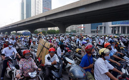 """Thu phí đường bộ với xe máy: """"Nhường"""" Chính phủ quyết?"""