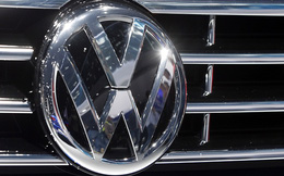 Bê bối lan sang cả xe chạy bằng xăng, cổ phiếu Volkswagen giảm gần 10%