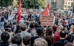 Người Đức biểu tình phản đối Thủ tướng Merkel