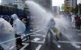 Hàng chục ngàn người Hàn Quốc biểu tình yêu cầu Tổng thống từ chức
