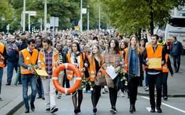 Hàng nghìn người châu Âu xuống đường ủng hộ người tị nạn