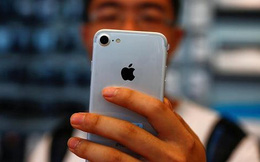 """Báo Trung Quốc mượn iPhone """"dọa"""" Donald Trump"""