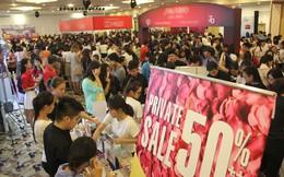 Chen lấn mua hàng hiệu giảm giá 'khủng' ở Sài Gòn