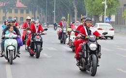 """""""Ông già Noel"""" cưỡi môtô tiền tỷ đi tặng quà cho bệnh nhi"""