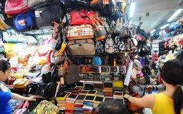 Chỉ 10 máy may, 30 ngàn quần áo Nike, Adidas... tràn ra tiệm